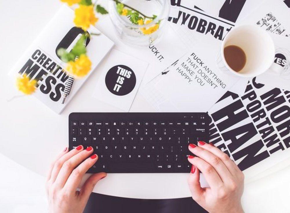 girl_typing
